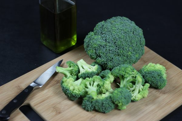 Who knew charred broccoli could be so good? Kick start your health goals with this delicious veggie side dish! Plus, it's super easy to make!