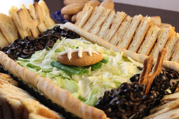 How to make a STADIUM out of snacks! Perfect for Super Bowl!