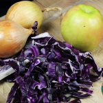 How to Make Braised Red Cabbage with Apples