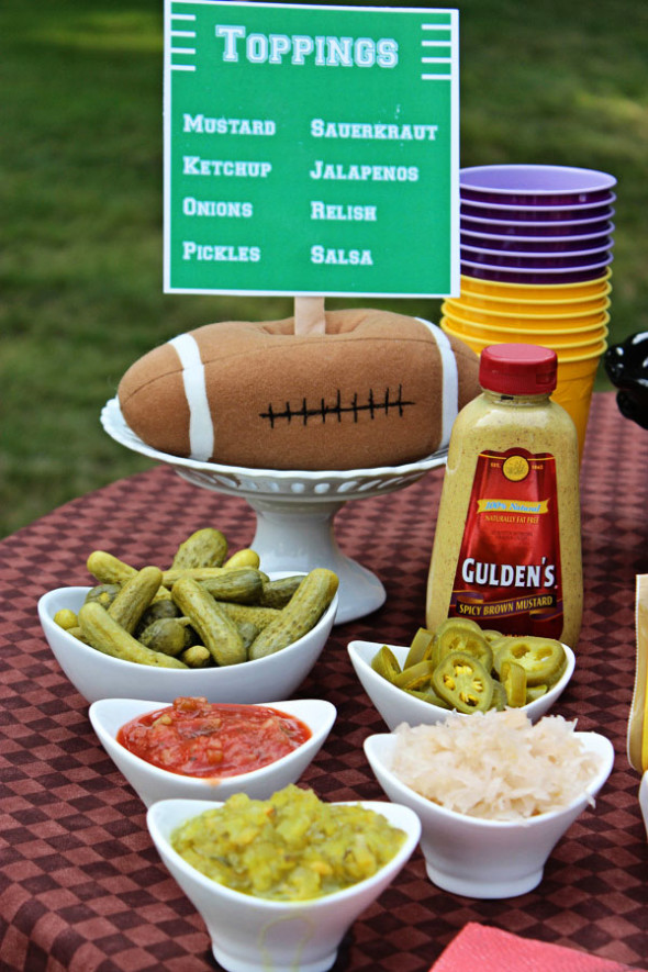 """Hot Dog Bar"" Tailgate Party with Hebrew National #HebrewNational #99summerdays"