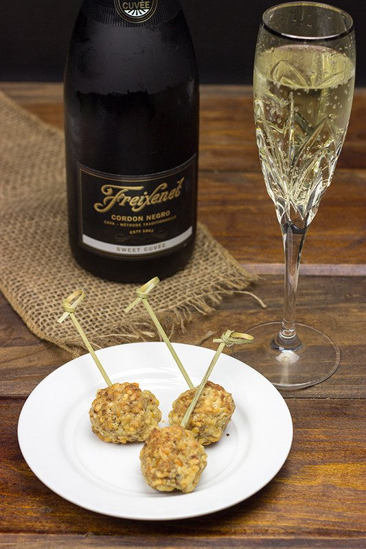Spicy Sausage & Cheese Balls: An easy and delicious appetizer for your holiday parties!
