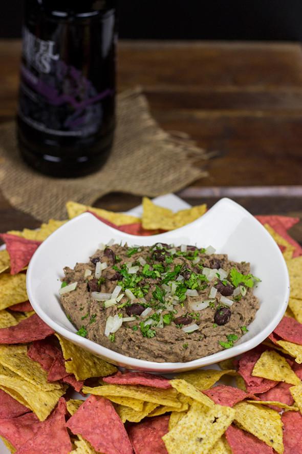 Delicious (and Healthy!) Black Bean Dip | Spicedblog.com