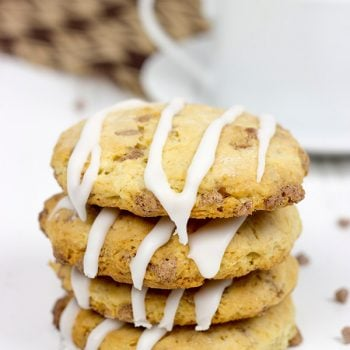 Crispy, crumbly and drizzled with a cinnamon glaze, these Cinnamon Roll Tea Cookies are a delicious partner to your morning coffee or afternoon tea!