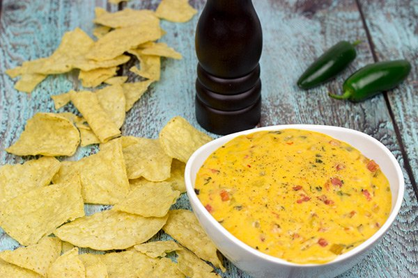 Imagine a creamy, cheesy queso dip...and then add in a smoky grilled flavor! This Smoked Chili con Queso is the perfect appetizer to enjoy during the big game!