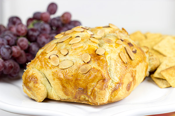 This Pastry Wrapped Brie with Roasted Grapes is a fun and easy appetizer that's sure to impress your family and friends! #ad #WalmartProduce