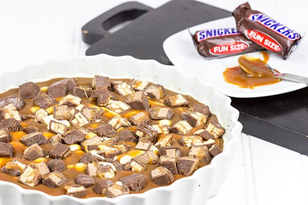 SNICKERS Ice Cream Pie: Layers of vanilla ice cream and chopped SNICKERS bars make this pie the perfect dessert for the 2nd half of the big game! #Chocolate4TheWin #shop