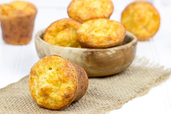 Filled with extra-sharp cheddar cheese and crumbled bacon, these Bacon Cheddar Popovers are perfect for a hearty weekend brunch!