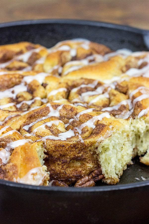 Looking for an amazing weekend breakfast without having to wake up early?   Then whip up a batch of these Overnight Cinnamon Rolls!