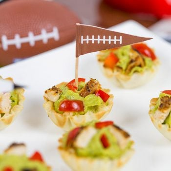Guacamole + gameday = win! These Blackened Chicken Guacamole Bites are the perfect Super Bowl appetizer!