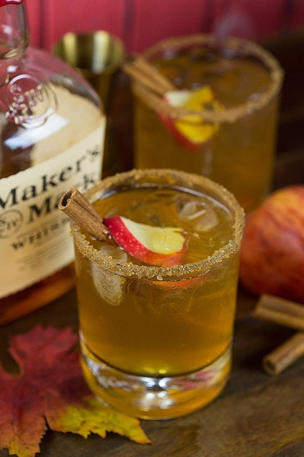 Fall is here! Grab some fresh apple cider and whip up this fun Bourbon Apple Cider Cocktail!