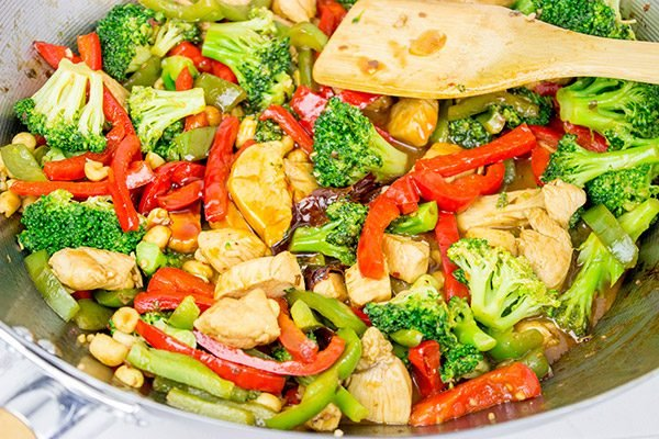 This General Tso's Chicken Stir Fry makes for an easy and delicious weeknight dinner!