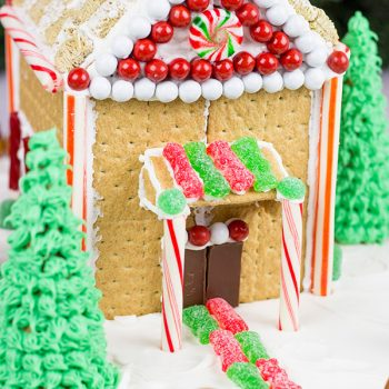 Have you ever made a Holiday Gingerbread House? Here are some tips and tricks for this classic Christmas activity!