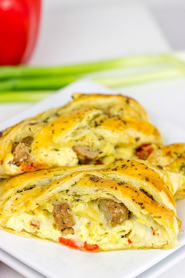This Sausage and Egg Breakfast Braid is a fun way to serve up a weekend breakfast!