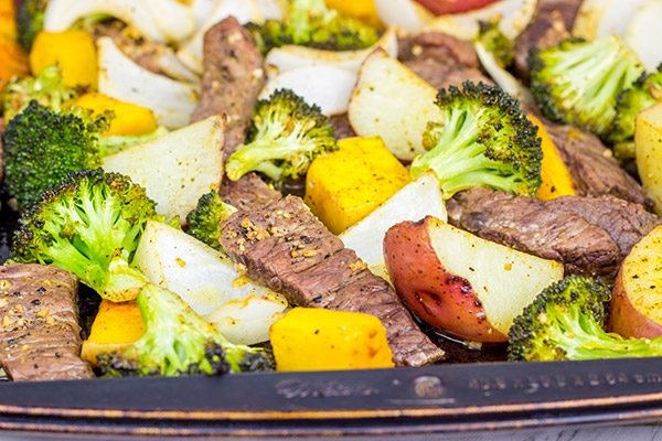 Looking for an easy dinner during the busy holiday season? Give this Sheet Pan Steak and Roasted Veggies a shot!
