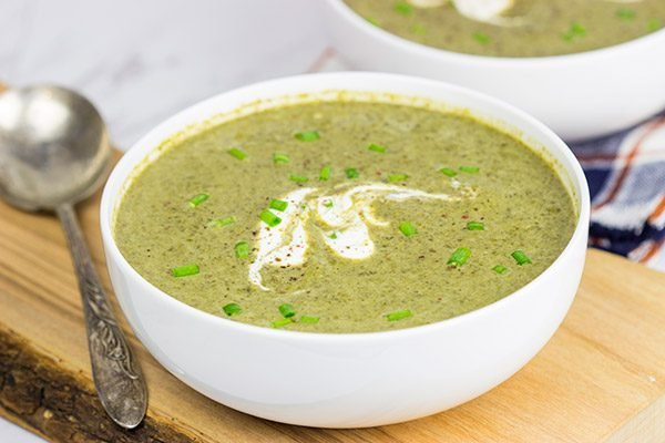 Trying to cut back a little bit? This Healthy Spinach Artichoke Soup is the perfect solution!