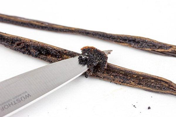 How to cut a vanilla bean