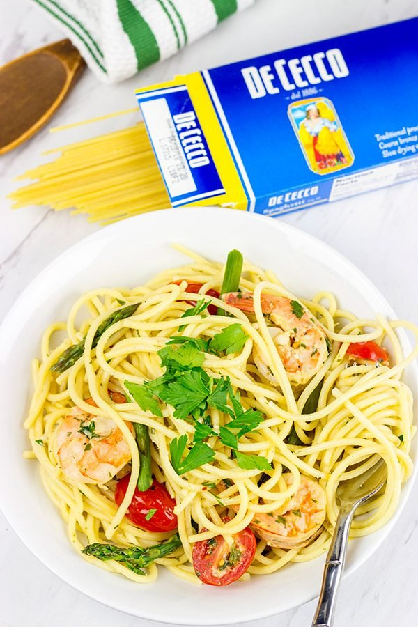 This Spaghetti with White Wine Garlic Sauce is tasty enough for a family feast, or just a casual night sitting by the fireplace!