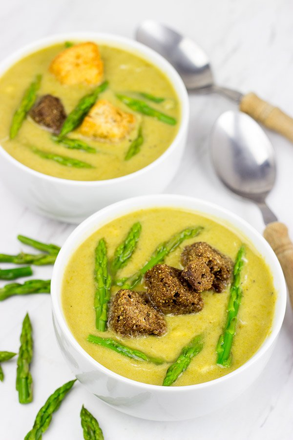 This Skinny Asparagus Soup makes for a great low-calorie meal on a chilly day!