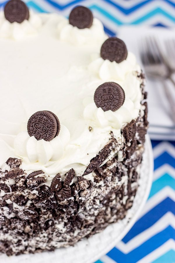 Turn your favorite cookie into a cake with this tasty Oreo Cake recipe!