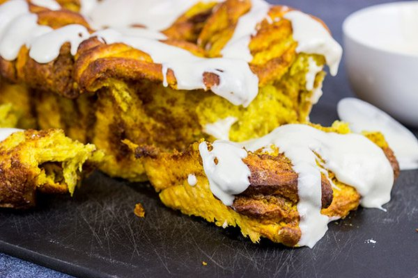Go ahead! Reach in there and pull off a piece of this Pumpkin Spice Pull Apart Bread!