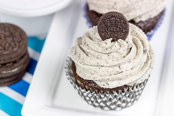 A moist chocolate cake and a cookies 'n' cream frosting combine to create these tasty Oreo Cupcakes!