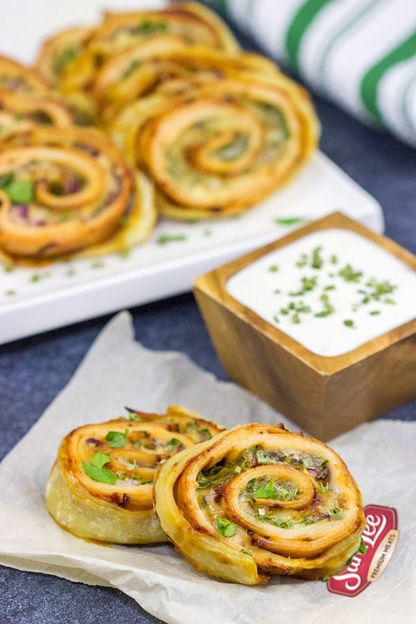 Inspired by the classic barbecue chicken sandwich, these Barbecue Chicken Pinwheels are a fun and tasty snack! Perfect for busy weekend days with the family or tailgating with friends!