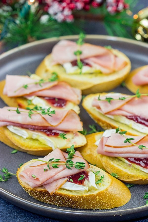 Looking for a fun way to elevate your holiday appetizers?  These Ham, Brie and Cranberry Crostini are layered with tasty flavors, and they're a cinch to make!