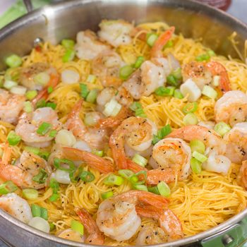 Bored with the weeknight dinner routine? This Bang Bang Shrimp Pasta comes together in a flash, and it's packed with delicious layers of flavor! Put it on the menu this week!
