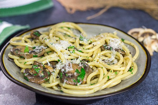 Get ready for some serious comfort food! This Creamy Mushroom Carbonara features thick spaghetti coated in a creamy sauce with plenty of sauteed mushrooms.
