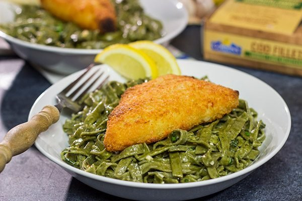 This Lemon Pasta with Baked Cod is a delicious (and easy) way to mix up weeknight dinners!