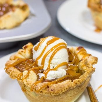 Packed with flavorful apples and topped with delicious caramel, these Caramel Apple Tartlets are a great baking project for Autumn!