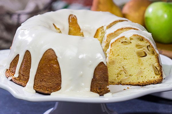 Looking for a fun Autumn dessert? This Apple Pear Pound Cake features apples and pears with a bit of maple syrup - it's a tasty way to welcome in the season!
