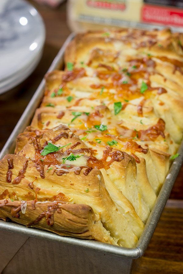 Looking for a fun (and tasty!) bread recipe? Bake up a loaf of this Cheesy Garlic Pull Apart Bread...and then have fun peeling off layer after layer of cheesy bread!